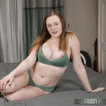 Thick girl Samantha Reigns teasing in lingerie