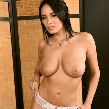 Anissa Kate strips and unveils her big boobs