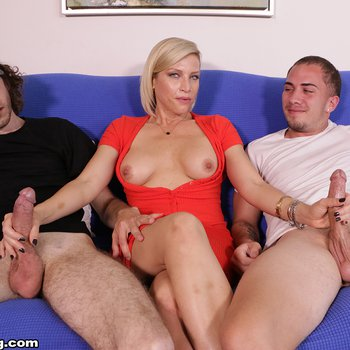 Sexy Kaylynn Keys pleasing two guys at once