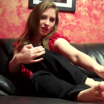 Natali Demore spread her toes on her feet