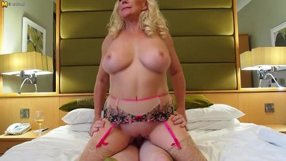 Mature housewife sucks and pumps her lover