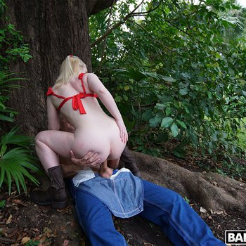 Lusty blonde teen Layla Belle banged outdoors