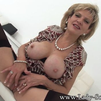 Lady Sonia loving rubbing her clit in stockings