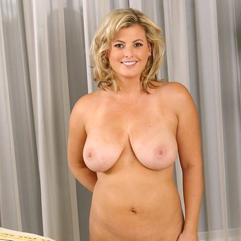 Kala Prettyman fingering hard with her tits out