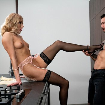 Angelika Grays gets dirty in the kitchen