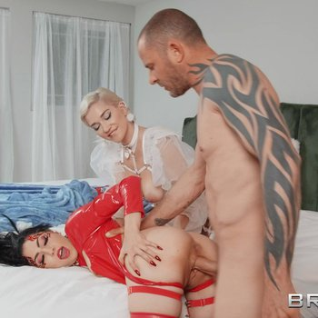 Wild bitches Judy Jolie and Skye Blue share a dong