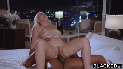 Blonde hotwife Indica Monroe filled with black dick