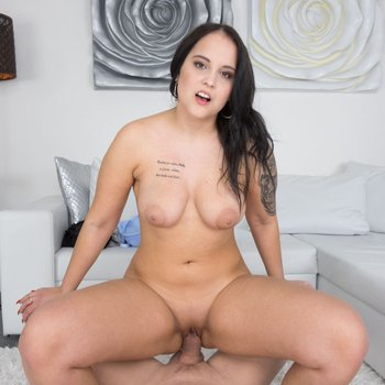 Busty cutie Jennifer Mendez gets her pussy banged in POV