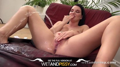 Slutty Lucia Denvile pees in her camo shorts