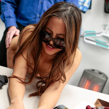 Shoplyfter Alexia Anders gets caught and banged