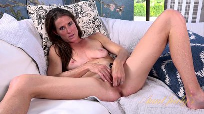 Horny milf Sofie Marie masturbates on the couch