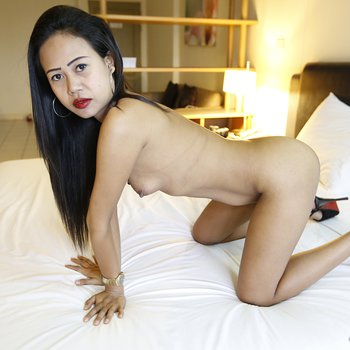 Asian slut giving Bj and fucks in a hotel room