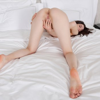 Kinsley White flashes her desirable butt hole