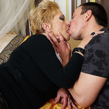 Granny seduced younger guy for some sex