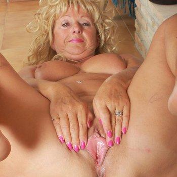 Curly blondie Samantha T plays with her wet snatch