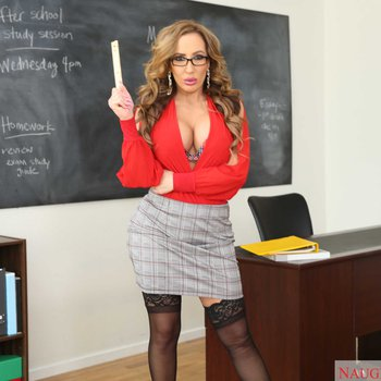 Curvaceous horny professor Richelle Ryan bangs her student out after class