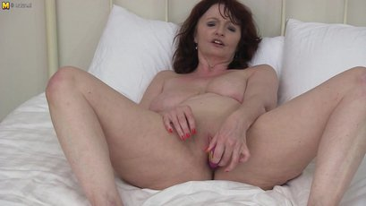 Busty British housewife strips off her clothes