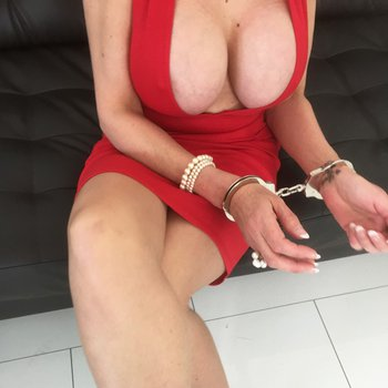 Sex goddess Lady Sonia reveals her big cleavage in a red dress