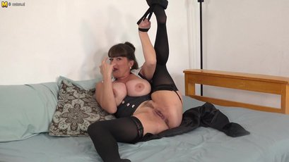 Busty American MILF puts on a show with her toy