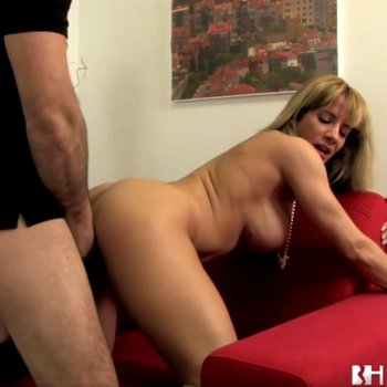 Ana Monte Real in sexy boots taking a drilling