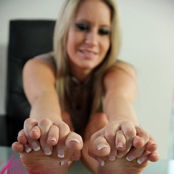 Candice Collyer showing her bare Feet nice and close